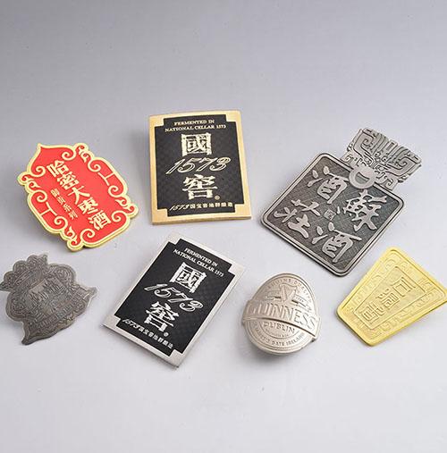 金属定制徽章价格?和尺寸的联系